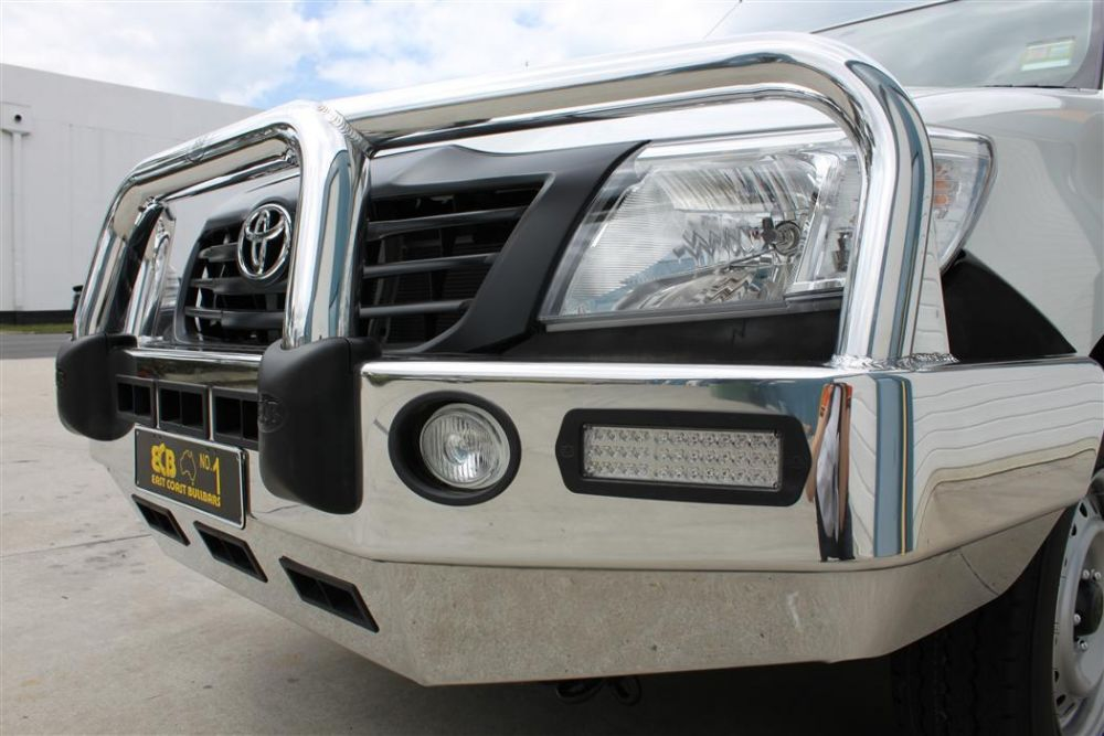 TOYOTA HILUX  Big Tube Bar® with Bumper Lights (09/11 to 06/15)